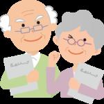 ノートを持つ老夫婦