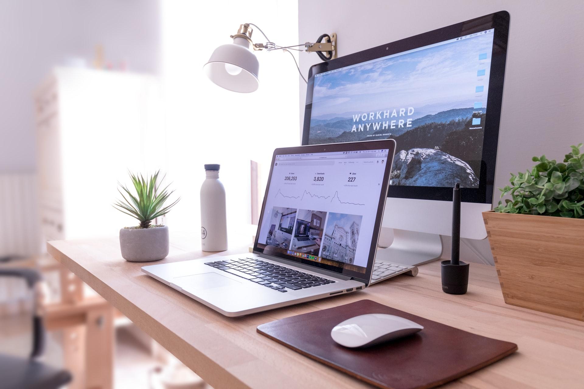 ノートパソコンとデスクトップパソコン